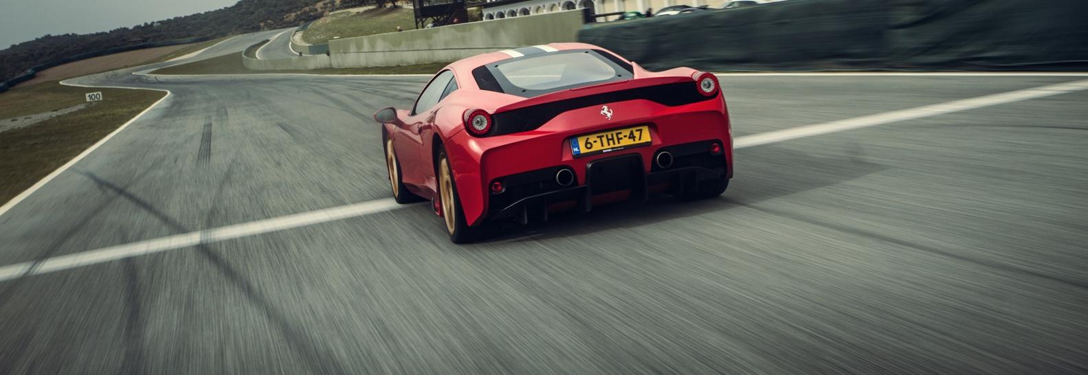 Ferrari 458 Speciale op Ascari tijdens een trackday van Driving Fun