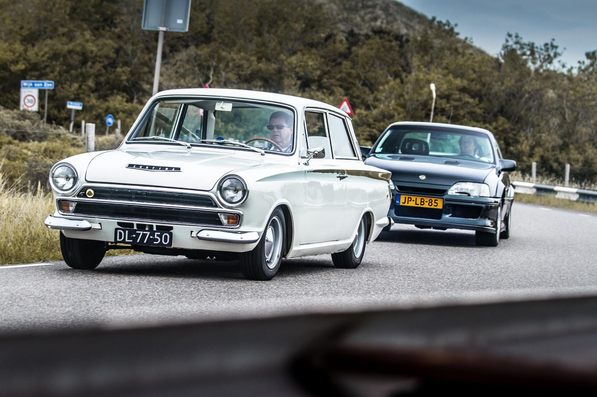 Lotus Cortina en Lotus Omega - foto Luuk van Kaathoven